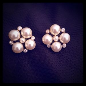 Pearl and rhinestone cluster earnings